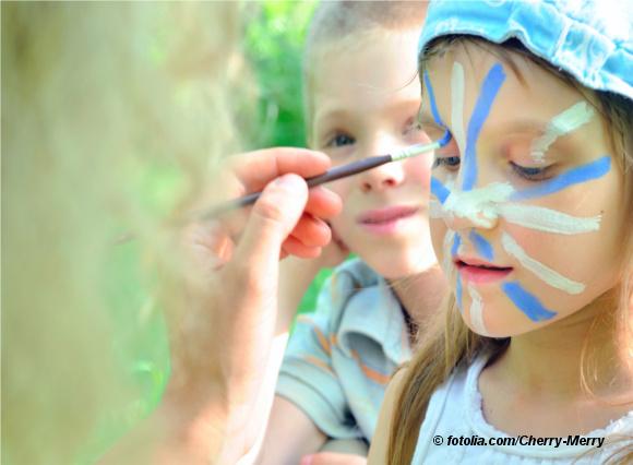 Kinder zu Karneval schminken